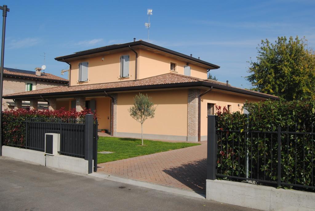 Carapezzi studio architettura luce design for Casa unifamiliare tradizionale